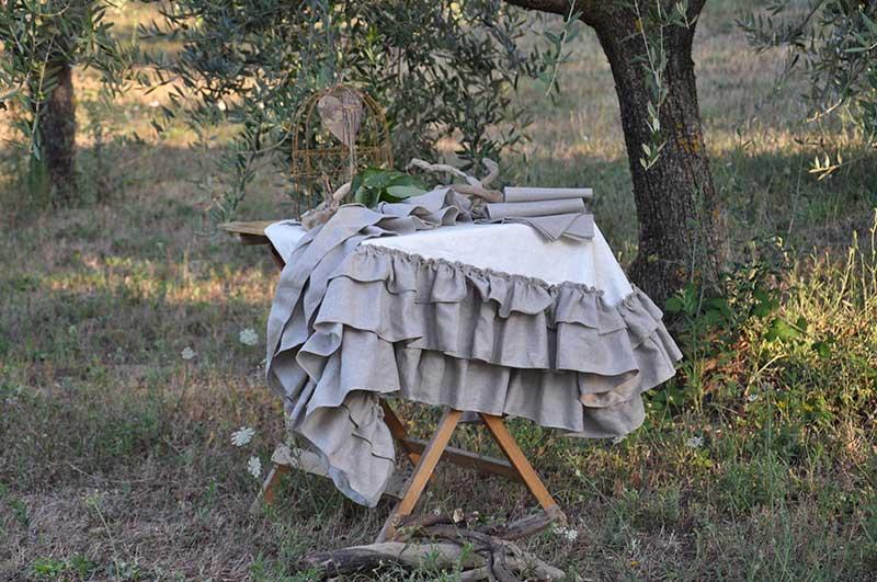Tovaglia in lino antimacchia avorio con roche ecrù